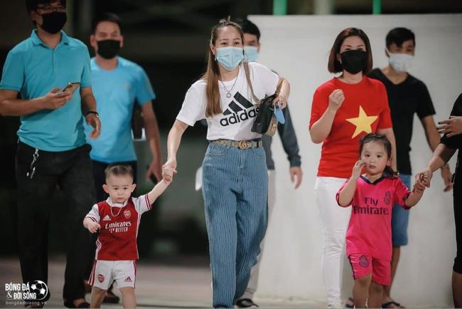 """CĐV Việt Nam tại UAE """"sốc"""" vì… HLV Park Hang-seo - Ảnh 4."""