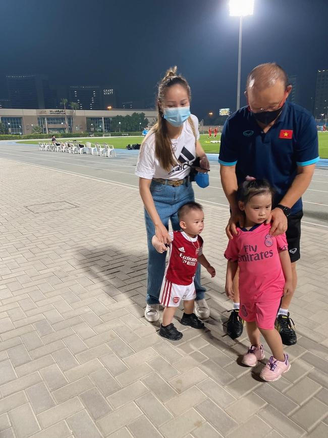 """CĐV Việt Nam tại UAE """"sốc"""" vì… HLV Park Hang-seo - Ảnh 1."""