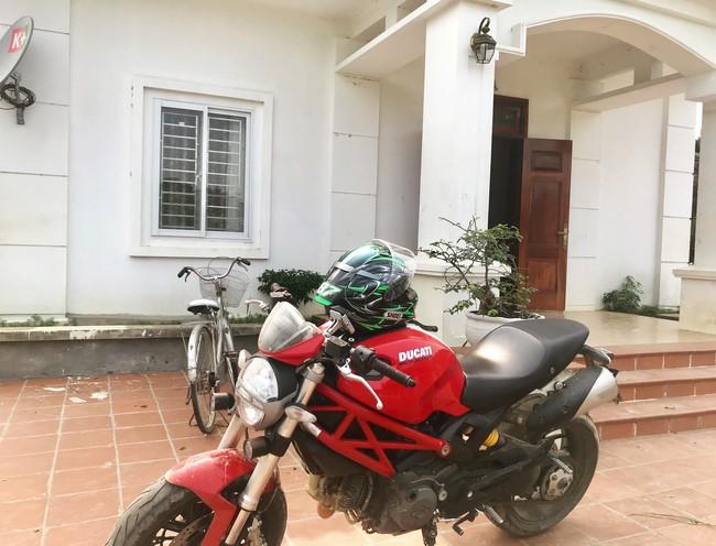 Người mẫu mê xe mô tô phân khối lớn Khánh Linh - Ảnh 5.