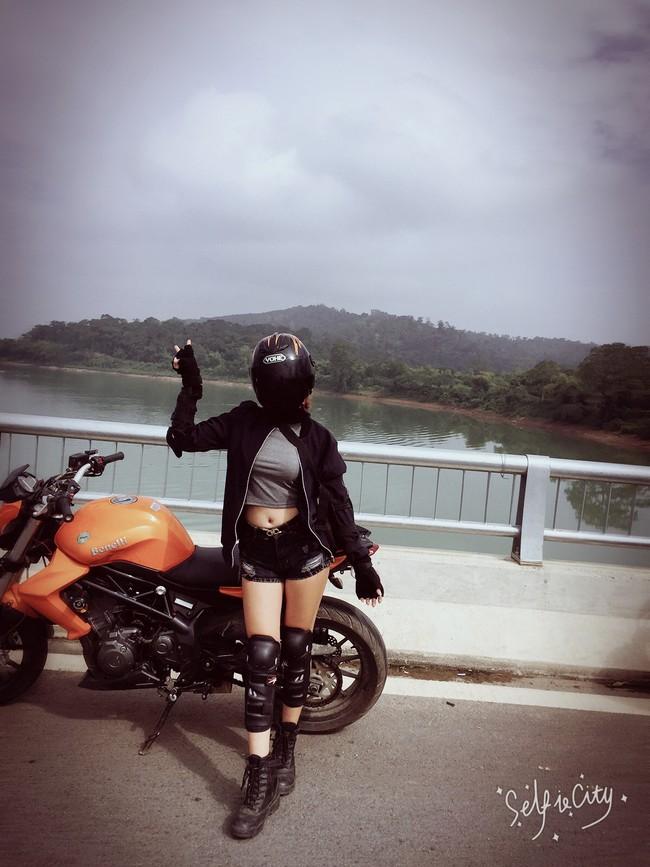 Người mẫu mê xe mô tô phân khối lớn Khánh Linh - Ảnh 11.