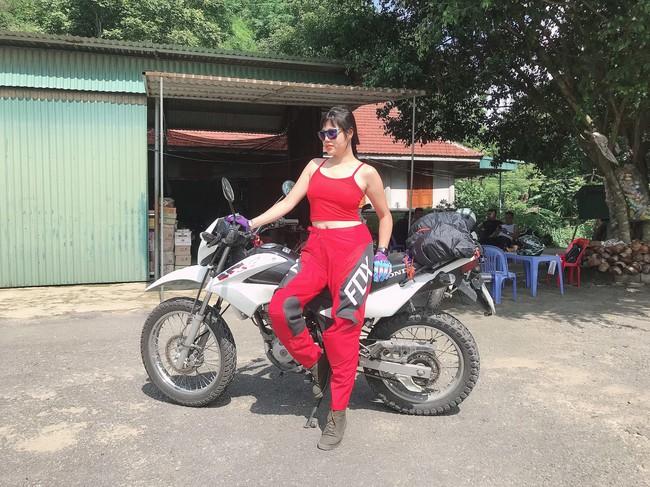 Người mẫu mê xe mô tô phân khối lớn Khánh Linh - Ảnh 3.