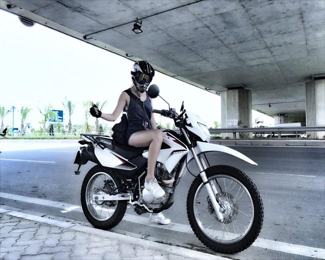 Người mẫu mê xe mô tô phân khối lớn Khánh Linh - Ảnh 7.