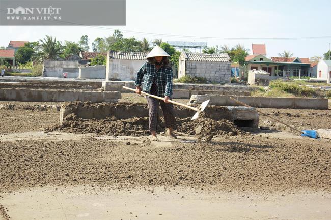 Nghệ An: Diêm dân phơi mình dưới cái nắng 40 độ C - Ảnh 4.