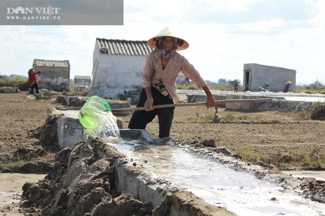 Nghệ An: Diêm dân phơi mình dưới cái nắng 40 độ C - Ảnh 6.