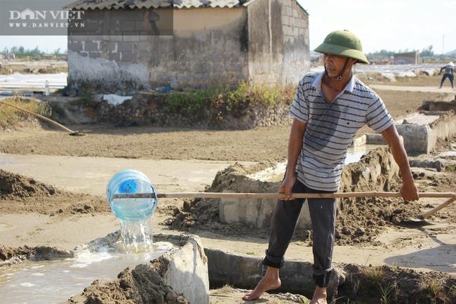 Nghệ An: Diêm dân phơi mình dưới cái nắng 40 độ C - Ảnh 8.