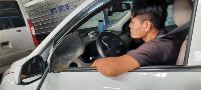 Bất chấp lệnh giãn cách xã hội, phà ở TP.HCM vẫn đông nghịt, hành khách vô tư không đeo khẩu trang - Ảnh 6.