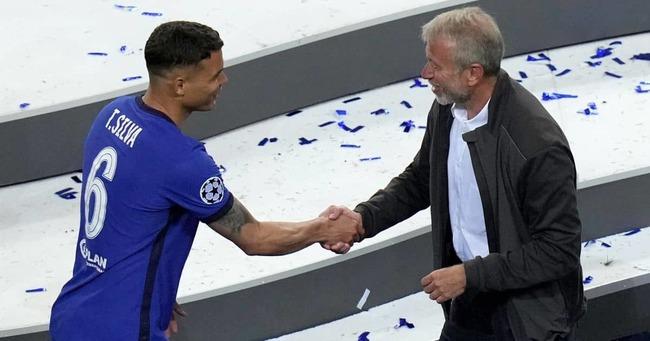 Thiago gặp gỡ Chủ tịch Chelsea hôm vô địch Champions League.