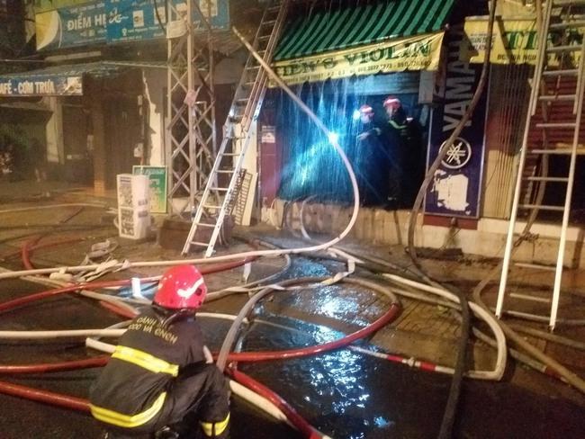 Hai nạn nhân đã tử vong trong vụ cháy nhà ở TPHCM - Ảnh 4.