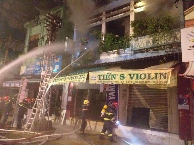 Hai nạn nhân đã tử vong trong vụ cháy nhà ở TPHCM - Ảnh 1.