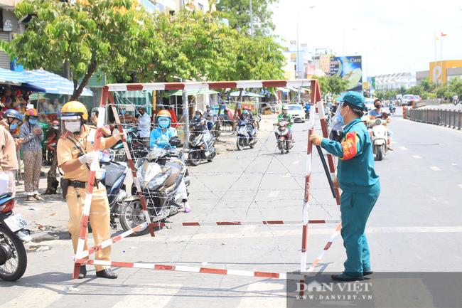 TP.HCM ngày đầu giãn cách xã hội: Dỡ chốt ra khỏi quận Gò Vấp, qua lại phải khai báo y tế - Ảnh 4.
