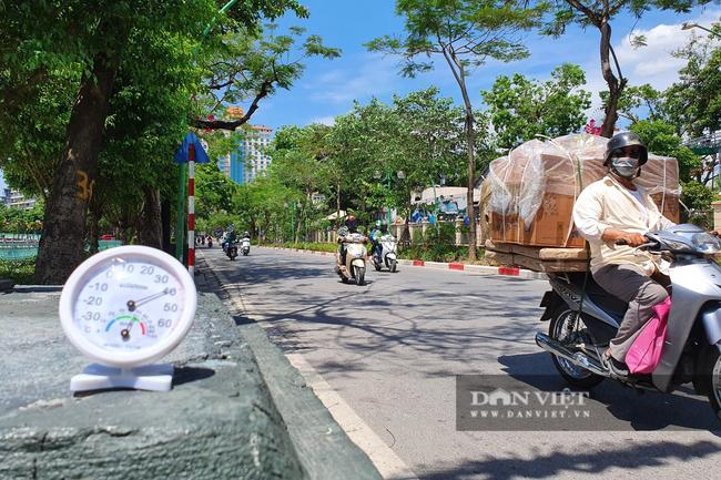 Ảnh: Hà Nội nắng nóng 40 độ C, đường phố vắng tanh - Ảnh 6.