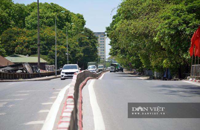 Ảnh: Hà Nội nắng nóng 40 độ C, đường phố vắng tanh - Ảnh 7.