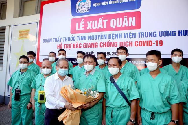 """Đoàn thầy thuốc Huế hỗ trợ Bắc Giang chống dịch: """"Thời điểm này người dân cần chúng tôi nhất""""  - Ảnh 2."""