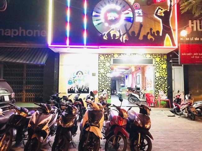 Đà Nẵng: Phát hiện 11 nam nữ tụ tập hát karaoke giữa dịch Covid-19 - Ảnh 1.