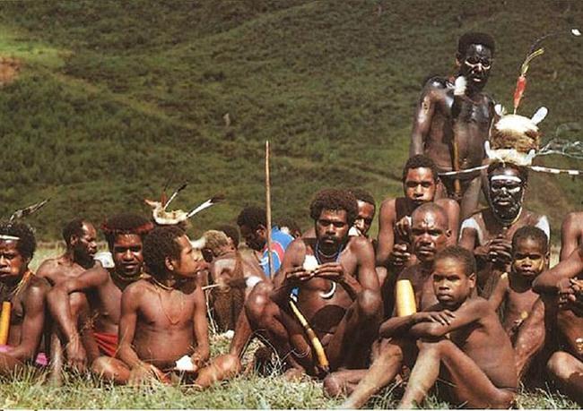 """Bộ lạc """"Thần Rừng"""" Aeta với các nữ thợ săn thiện xạ và cách làm đẹp bằng tạo sẹo trên cơ thể - Ảnh 1."""
