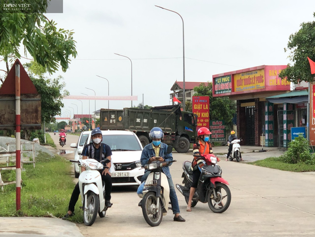 CLIP - ẢNH: Phong toả 2 thôn (xã Tượng Sơn và Việt Tiến, Hà Tĩnh) có trường hợp dương tính với Covid-19 - Ảnh 7.
