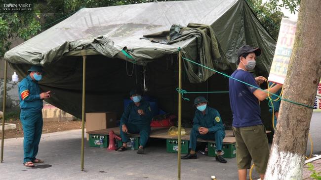 CLIP - ẢNH: Phong toả 2 thôn (xã Tượng Sơn và Việt Tiến, Hà Tĩnh) có trường hợp dương tính với Covid-19 - Ảnh 5.