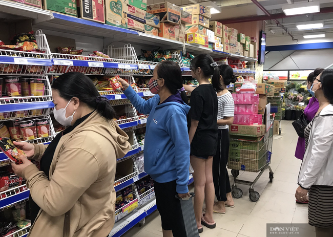 Nhà cung cấp đề nghị siêu thị tăng giá dầu ăn, sữa, mì gói… - Ảnh 1.