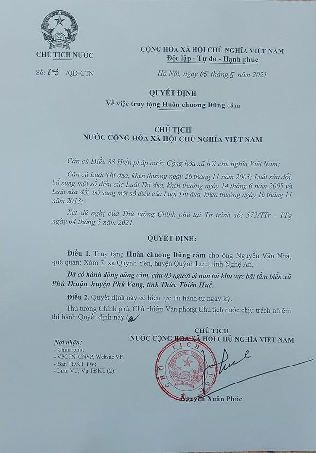 Chủ tịch nước truy tặng Huân chương Dũng cảm cho sinh viên Nguyễn Văn Nhã  - Ảnh 1.