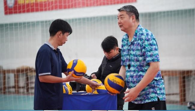 ĐT bóng chuyền nam Việt Nam nhận tin cực vui từ HLV Trung Quốc - Ảnh 1.