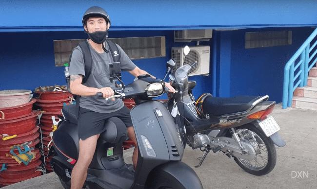 Nhận lương 2 tỷ đồng/tháng, Lee Nguyễn đi... xe máy tới sân tập - Ảnh 1.
