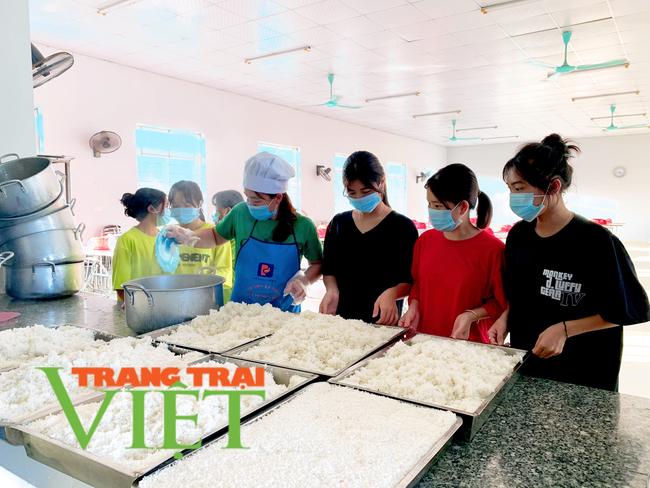 Lai Châu: Phòng GDĐT Nậm Nhùn đảm bảo an toàn cho học sinh đến trường trong mùa dịch Covid-19 - Ảnh 3.