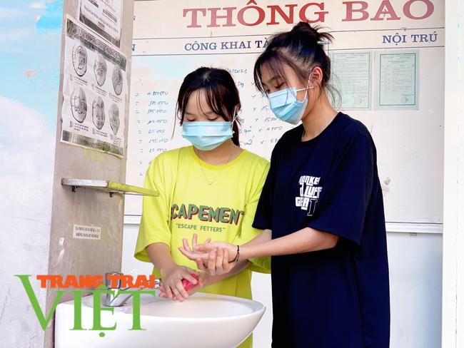 Lai Châu: Phòng GDĐT Nậm Nhùn đảm bảo an toàn cho học sinh đến trường trong mùa dịch Covid-19 - Ảnh 4.