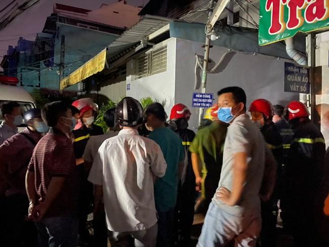 NÓNG: Cháy nhà ở TP.HCM, 7 người tử vong - Ảnh 2.