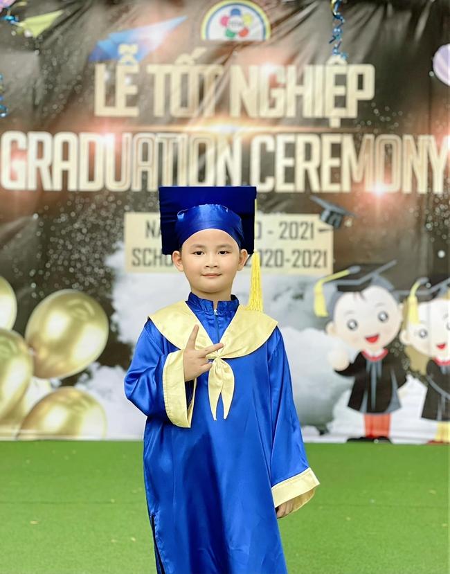 Ca sĩ Đăng Khôi chia sẻ lễ tốt nghiệp của con trai chỉ có... 4 người - Ảnh 2.