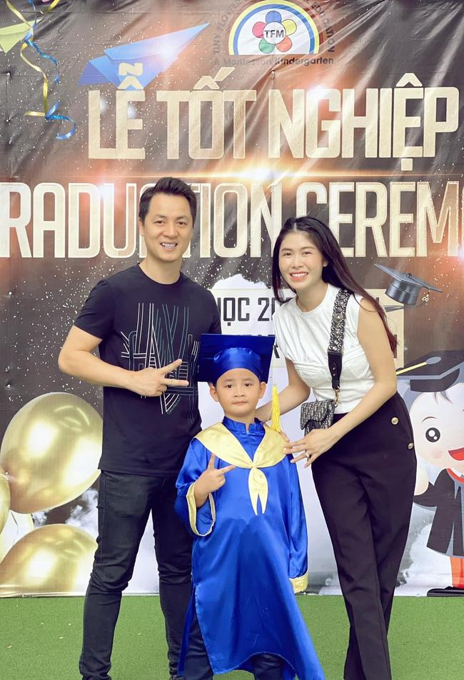 Ca sĩ Đăng Khôi chia sẻ lễ tốt nghiệp của con trai chỉ có... 4 người - Ảnh 1.