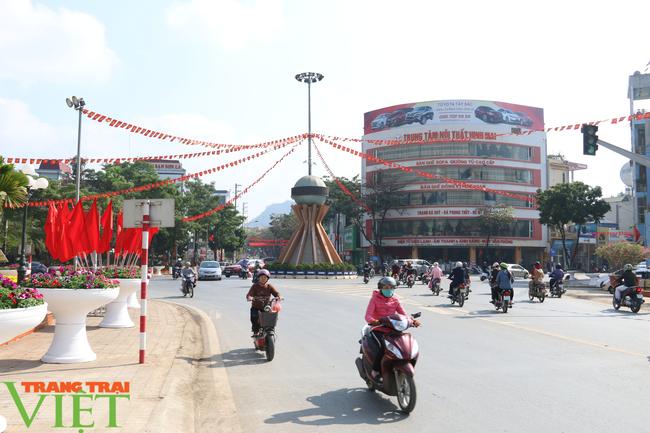 Thành phố Sơn La: Tạm  dừng các dịch vụ nhà hàng ăn uống, quán ăn sáng, quán cà phê - Ảnh 2.