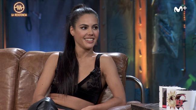 Apolonia Lapiedra trong 1 chương trình phỏng vấn.