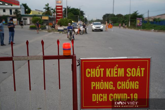 """Thuận Thành lập """"kỷ lục""""  77 ca cộng dồn, hàng trăm phương tiện quay đầu xe, người dân tranh thủ tiếp tế lương thực - Ảnh 3."""