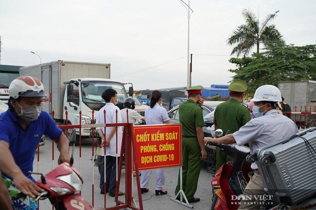 """Thuận Thành lập """"kỷ lục""""  77 ca cộng dồn, hàng trăm phương tiện quay đầu xe, người dân tranh thủ tiếp tế lương thực - Ảnh 13."""