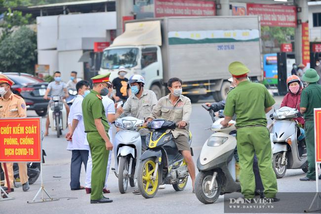 """Thuận Thành lập """"kỷ lục""""  77 ca cộng dồn, hàng trăm phương tiện quay đầu xe, người dân tranh thủ tiếp tế lương thực - Ảnh 10."""
