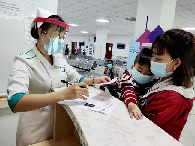 TP.HCM: Xét nghiệm tất cả người bệnh có triệu chứng sốt, ho - Ảnh 1.