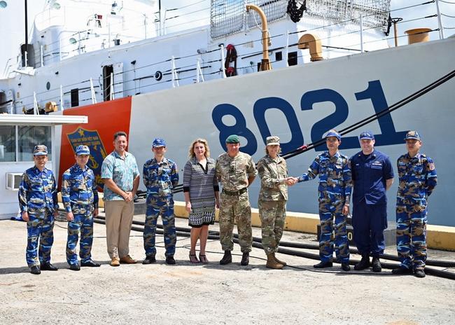 Tàu Cảnh sát biển CSB 8012 sắp về đến Việt Nam - Ảnh 1.