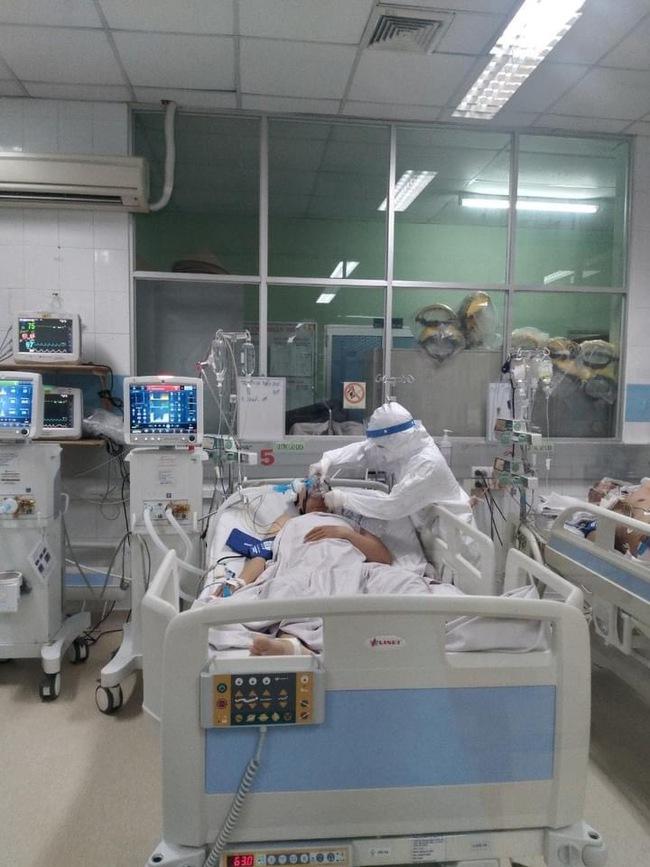 14 ca Covid-19 nguy kịch tại Bệnh viện Bệnh Nhiệt đới TP.HCM - Ảnh 3.