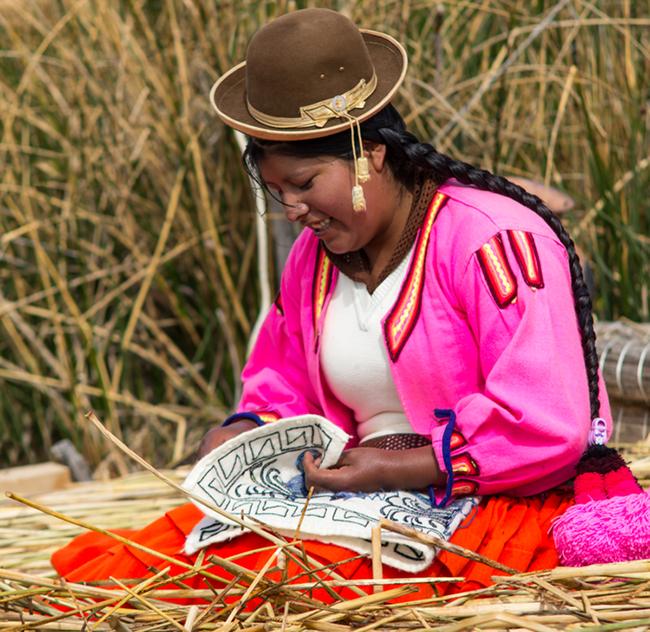 """Quần đảo lau sậy độc lạ của """"bộ lạc thảm bay"""" trên hồ Titicaca cao nhất thế giới - Ảnh 8."""