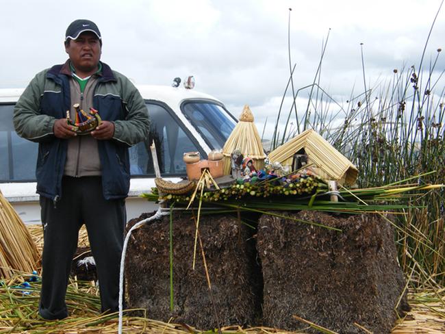 """Quần đảo lau sậy độc lạ của """"bộ lạc thảm bay"""" trên hồ Titicaca cao nhất thế giới - Ảnh 9."""