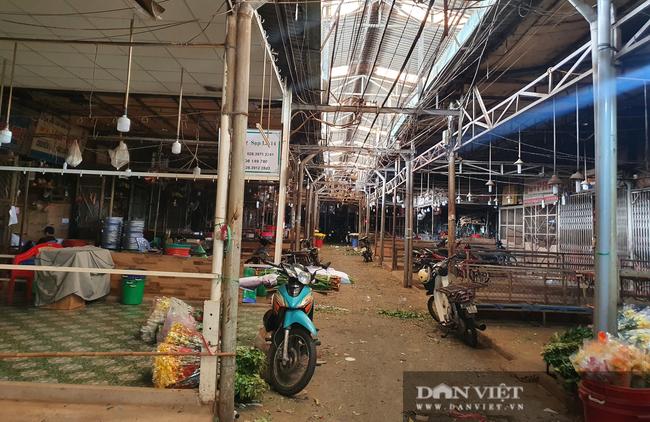 Chợ hoa Đầm Sen đắt khách, bán gần hết ngay trong buổi sáng trước Tết Đoan ngọ - Ảnh 3.
