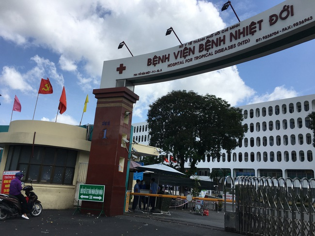Thứ trưởng Bộ Y tế: Bệnh viện Bệnh Nhiệt đới TP.HCM tạm ngừng tiếp nhận bệnh nhân Covid-19 - Ảnh 3.