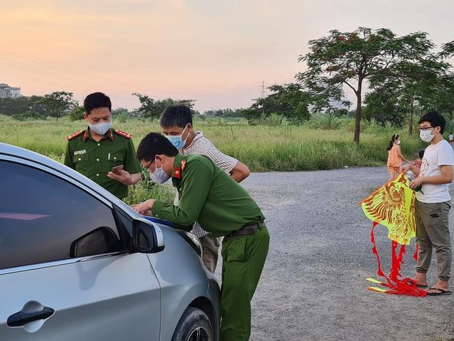 EVN HANOI khuyến cáo người dân không thả diều gần hành lang an toàn lưới điện  - Ảnh 3.