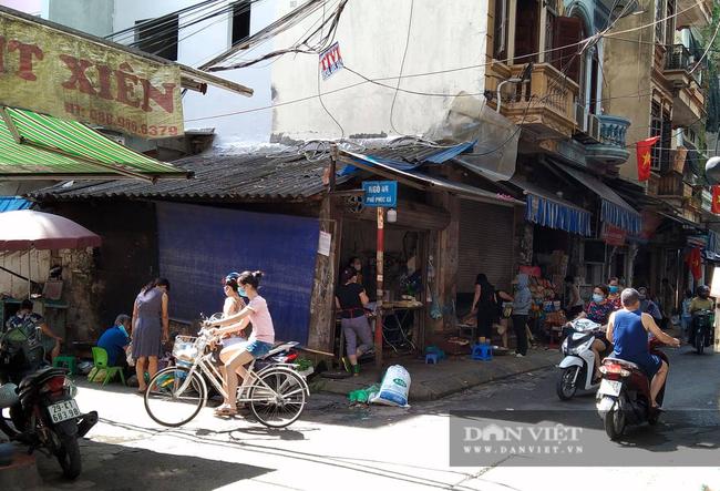 Quận Ba Đình (Hà Nội): Đất lưu không trong khu dân cư được quây lại, biến thành hàng bán đậu phụ - Ảnh 3.
