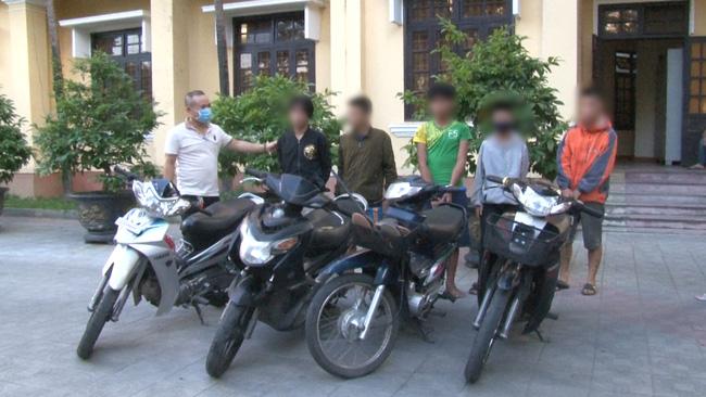 TT-Huế: Tóm gọn nhóm thiếu niên chuyên trộm xe máy giữa đêm khuya  - Ảnh 2.