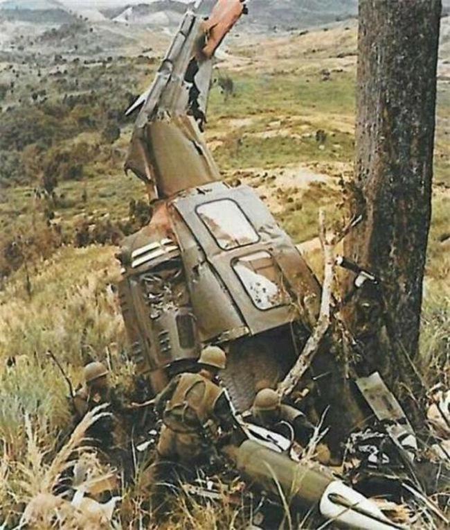 Cảnh tượng hiếm về máy bay Mỹ bị bắn rơi ở Việt Nam - Ảnh 4.