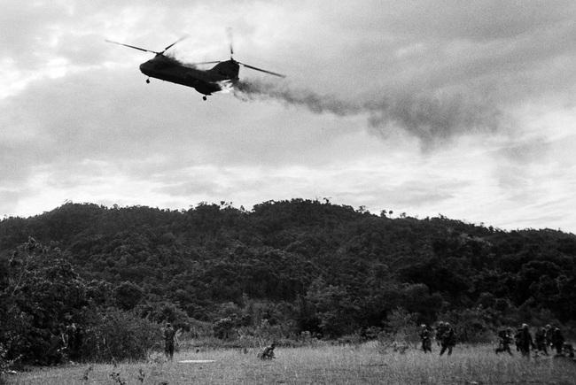 Cảnh tượng hiếm về máy bay Mỹ bị bắn rơi ở Việt Nam - Ảnh 5.