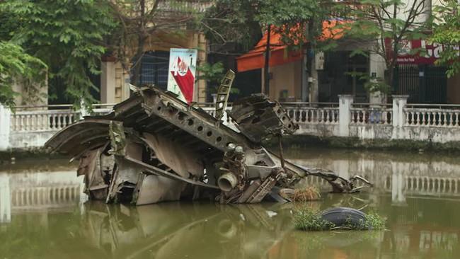 Cảnh tượng hiếm về máy bay Mỹ bị bắn rơi ở Việt Nam - Ảnh 7.