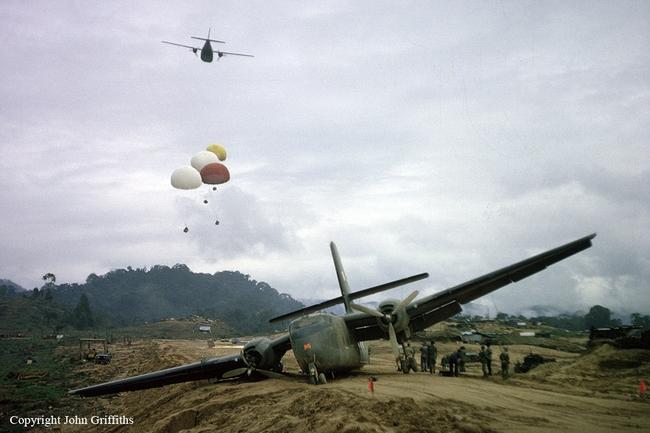 Cảnh tượng hiếm về máy bay Mỹ bị bắn rơi ở Việt Nam - Ảnh 8.