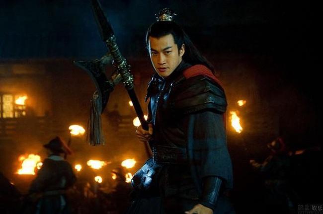 """Bị Lã Bố lật lọng cướp trắng Từ Châu, tại sao Lưu Bị lại lập tức đầu hàng, đi theo kẻ vừa """"cắn"""" mình? - Ảnh 1."""
